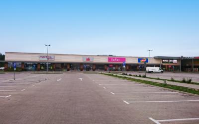 Budynek handlowy typu retail park wraz z zespołem parkingów